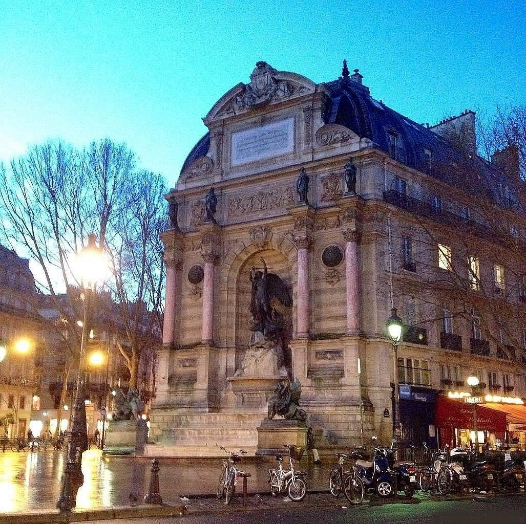 La fontaine Saint-Michel à Paris - ONLAVU