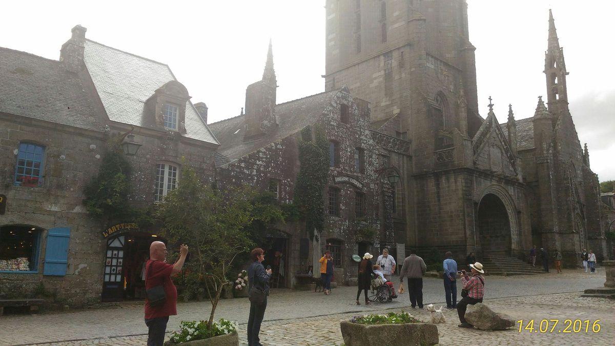 ONLAVU -Locronan, cité de caractère en Bretagne