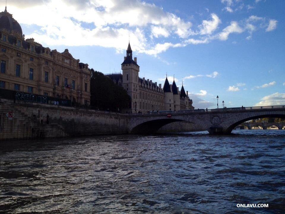 Les Bateaux-Mouches à Paris - onlavu.com