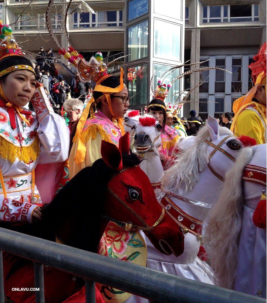 ONLAVU :Les traditions ; le Nouvel An chinois Paris 13e, les Fallas à Valence en Espagne