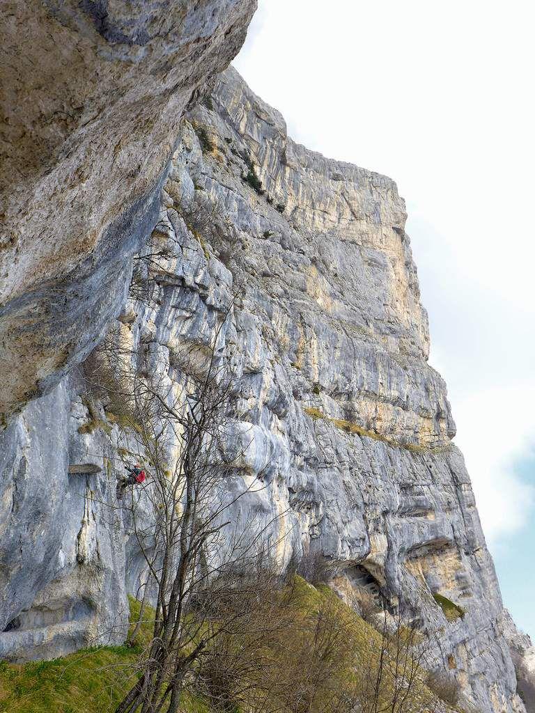 Pour descendre de la grotte des Lucarnes, 2 petits rappels sont nécessaires avant de prendre le ranc de Malhivert.