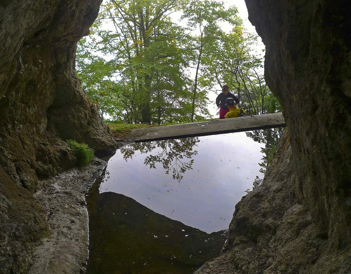 Lors de la petite digression sur le circuit des fouilles archéologiques de la Charmate, un bassin offre de l'eau en permanence.