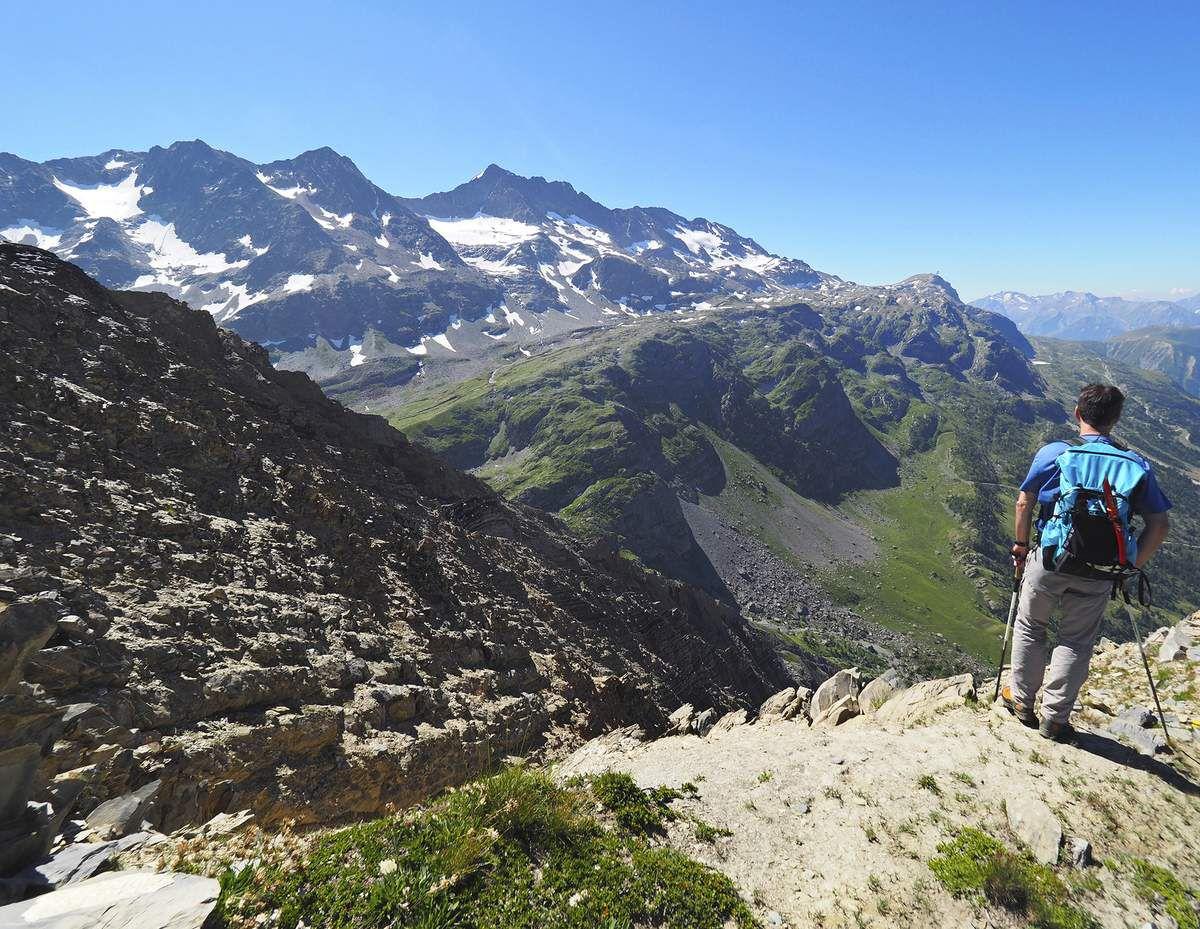 Au sommet des Aiguillettes, face à l'Étendard.