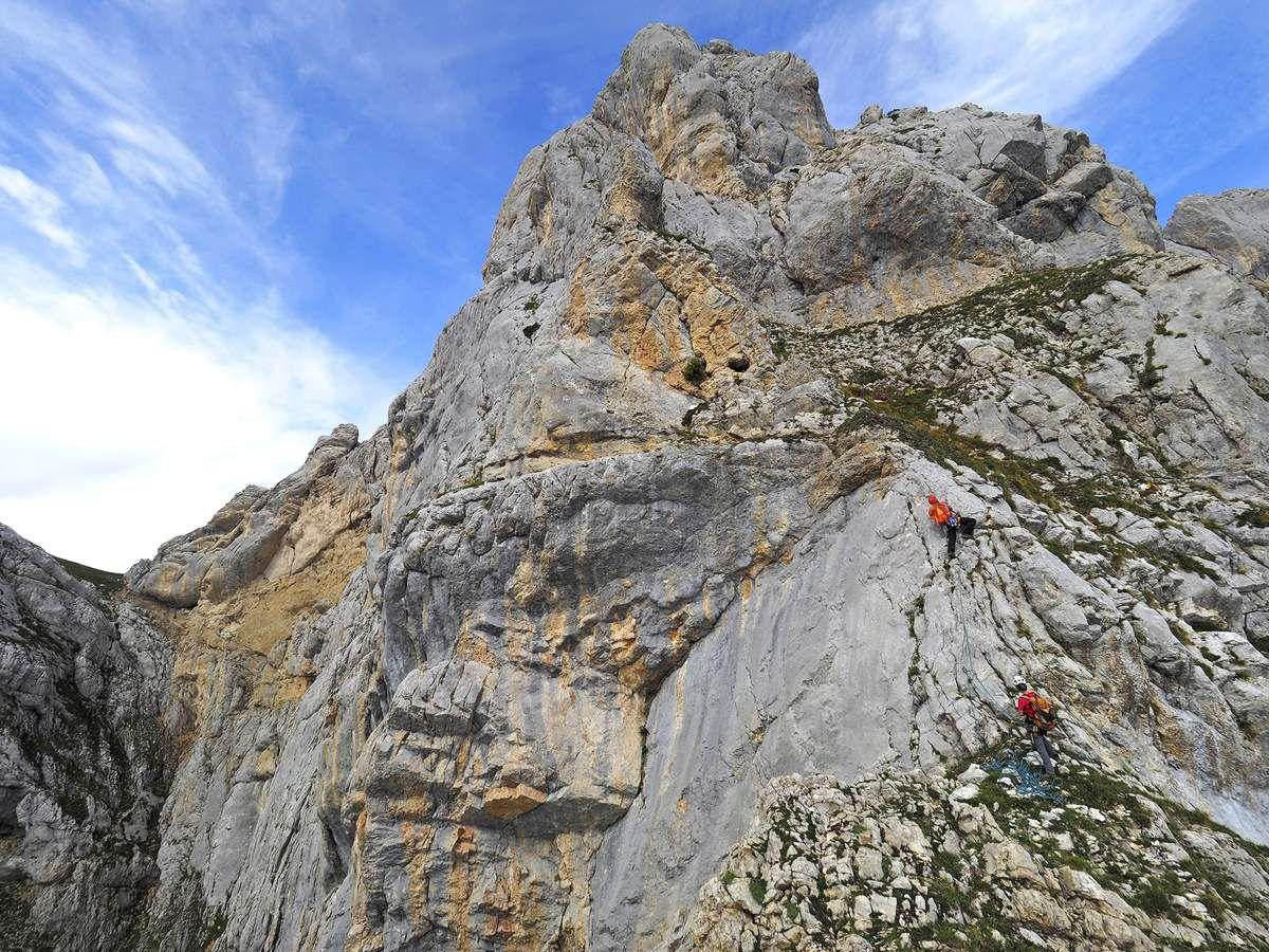 La cordée Icard-Rodon dans le pilier Clément-Gauci, une option de sortie nettement plus grimpante.