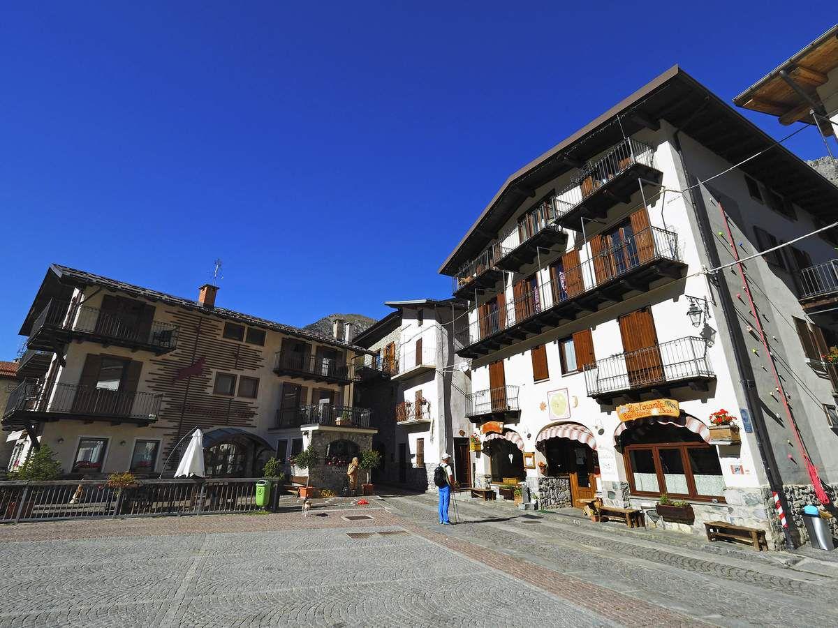 L'albergo della Pace sur la place de Sambuco, annexe du GEMSA, les Grenoblois appréciant particulièrement le ski de rando dans le val Stura (et la cuisine de Bartolomeo...).