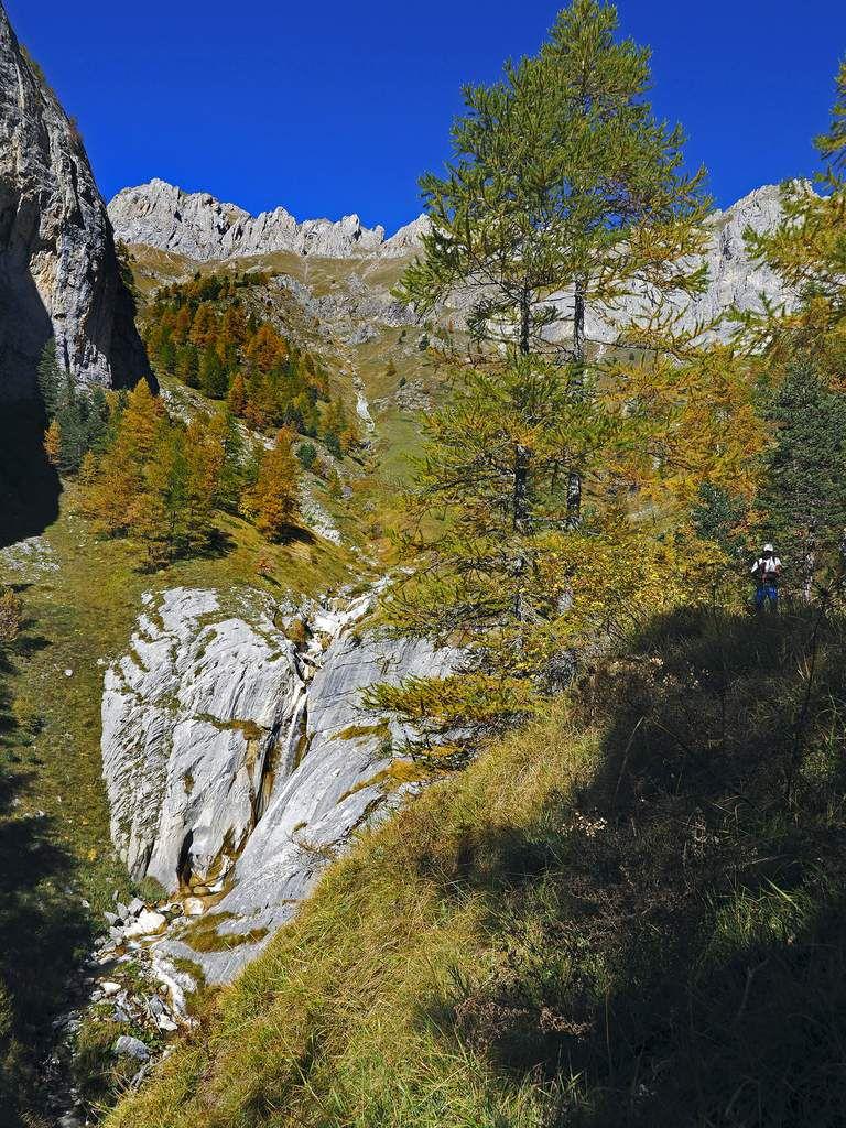 Vasques et cascades se succèdent tout au long de cette descente enchanteresse.