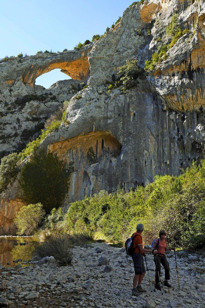 Le seul passage au fond du canyon précède la montée en rive droite vers Otin.