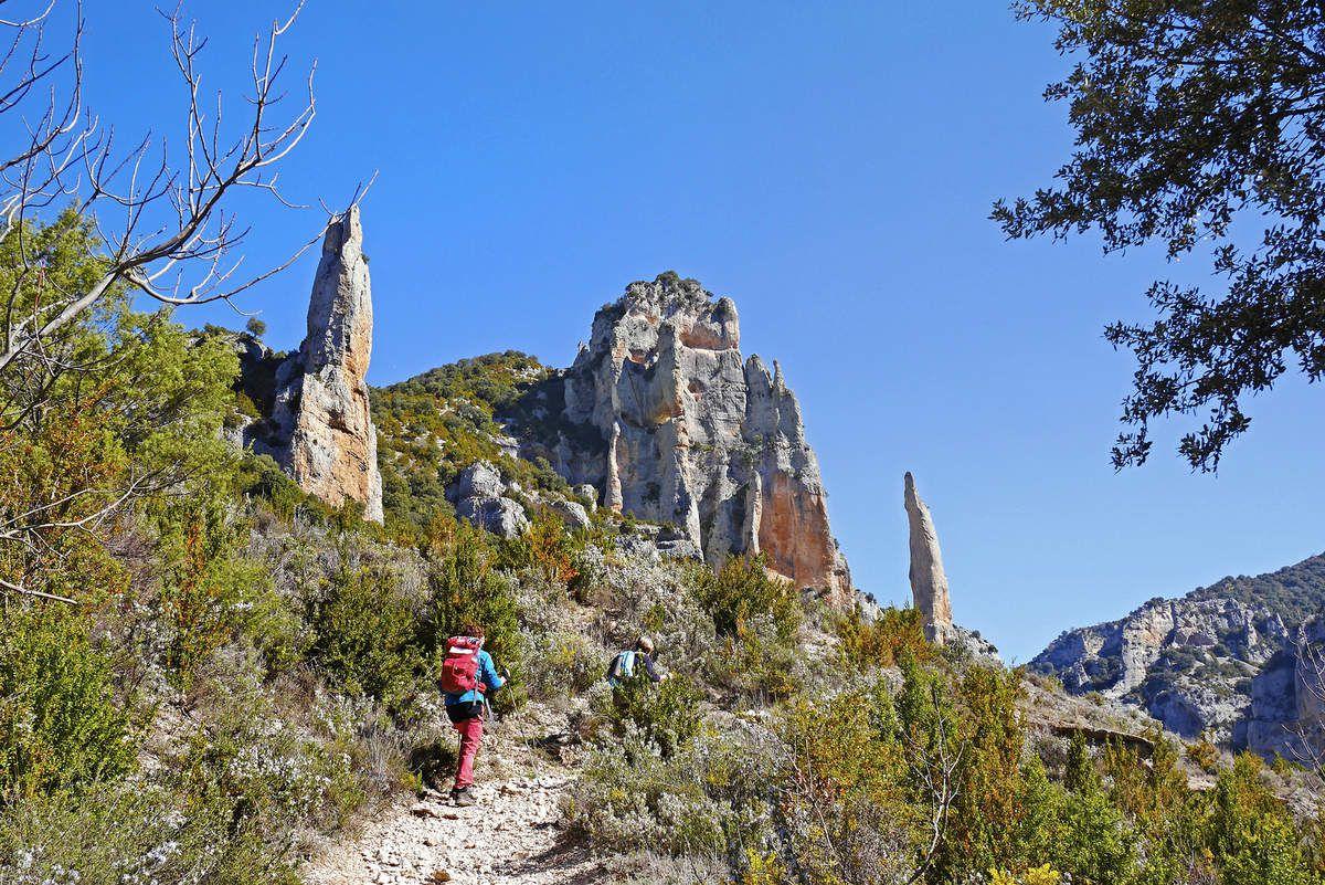 On quitte le lit du Mascùn pour grimper sur le sentier de Turmo, face à la Citadella.