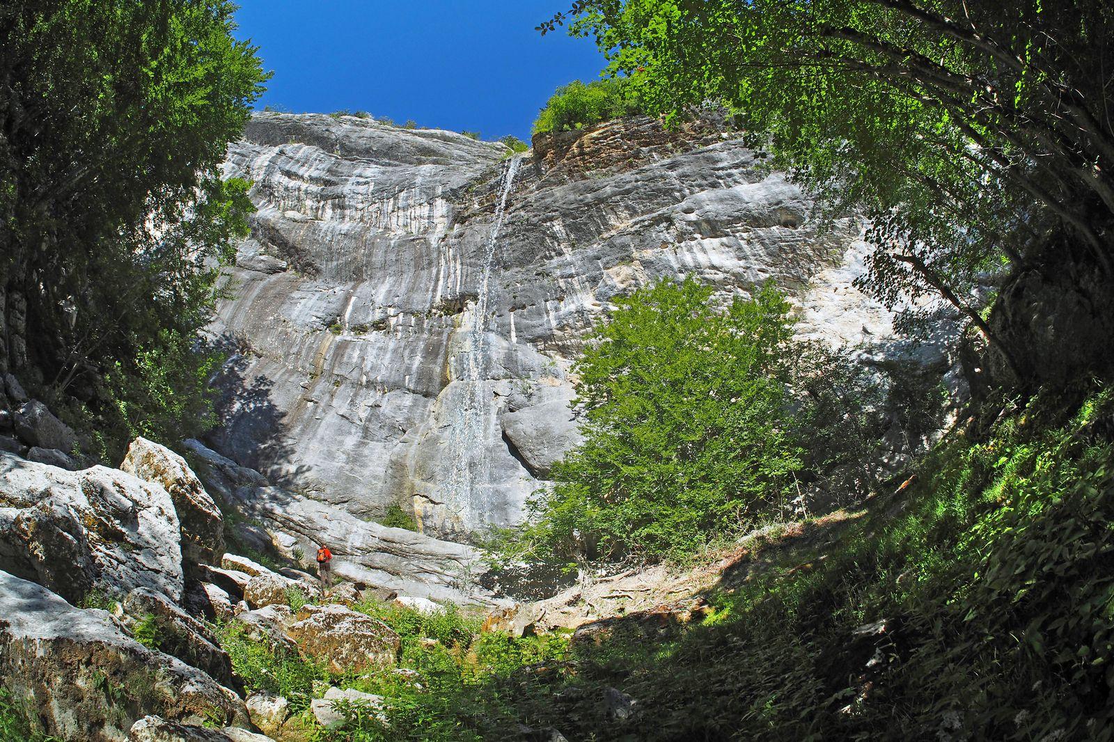 La cascade des Rages ne présente généralement qu'un maigre filet d'eau.