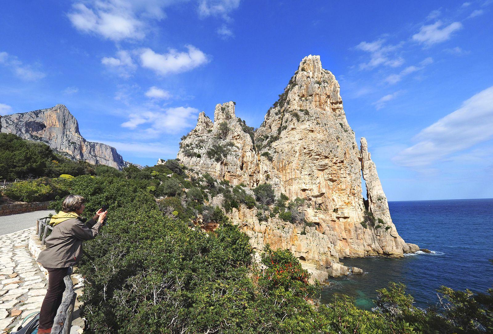 Pedra Longa : la pierre longue qui marque le départ officiel du périple.