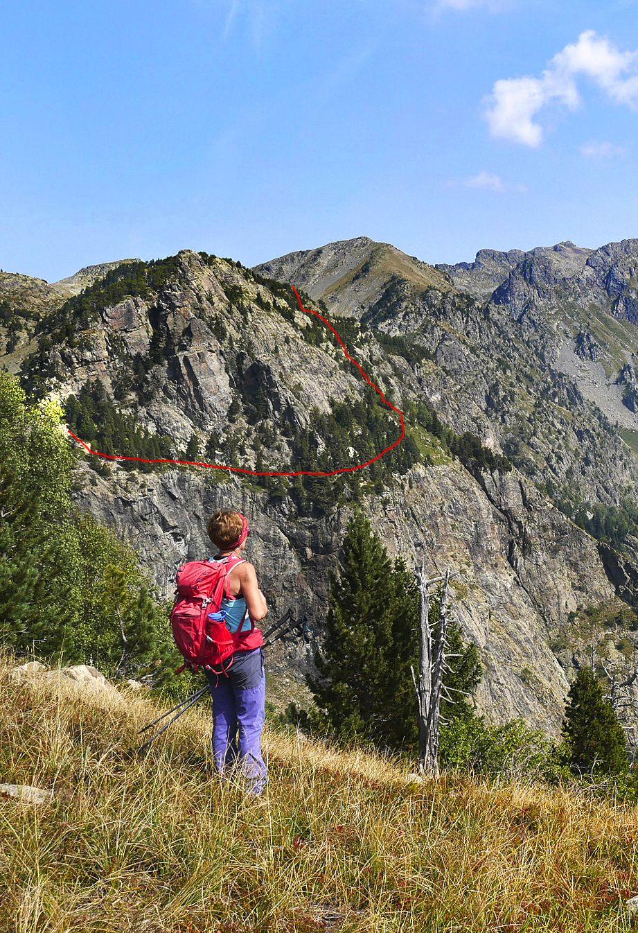 """Option plus alpine pour continuer notre parcours à l'écart : la couronne de la Dent d'Alexandre, entre les nouvelles falaises d'escalade (Dent et Petite Corse au-dessus, Gencive et Dessous de la Petite Corse à l'étage inférieur). """"Couronne"""" est un clin d'œil personnel à la dent et à sa gencive (-;"""