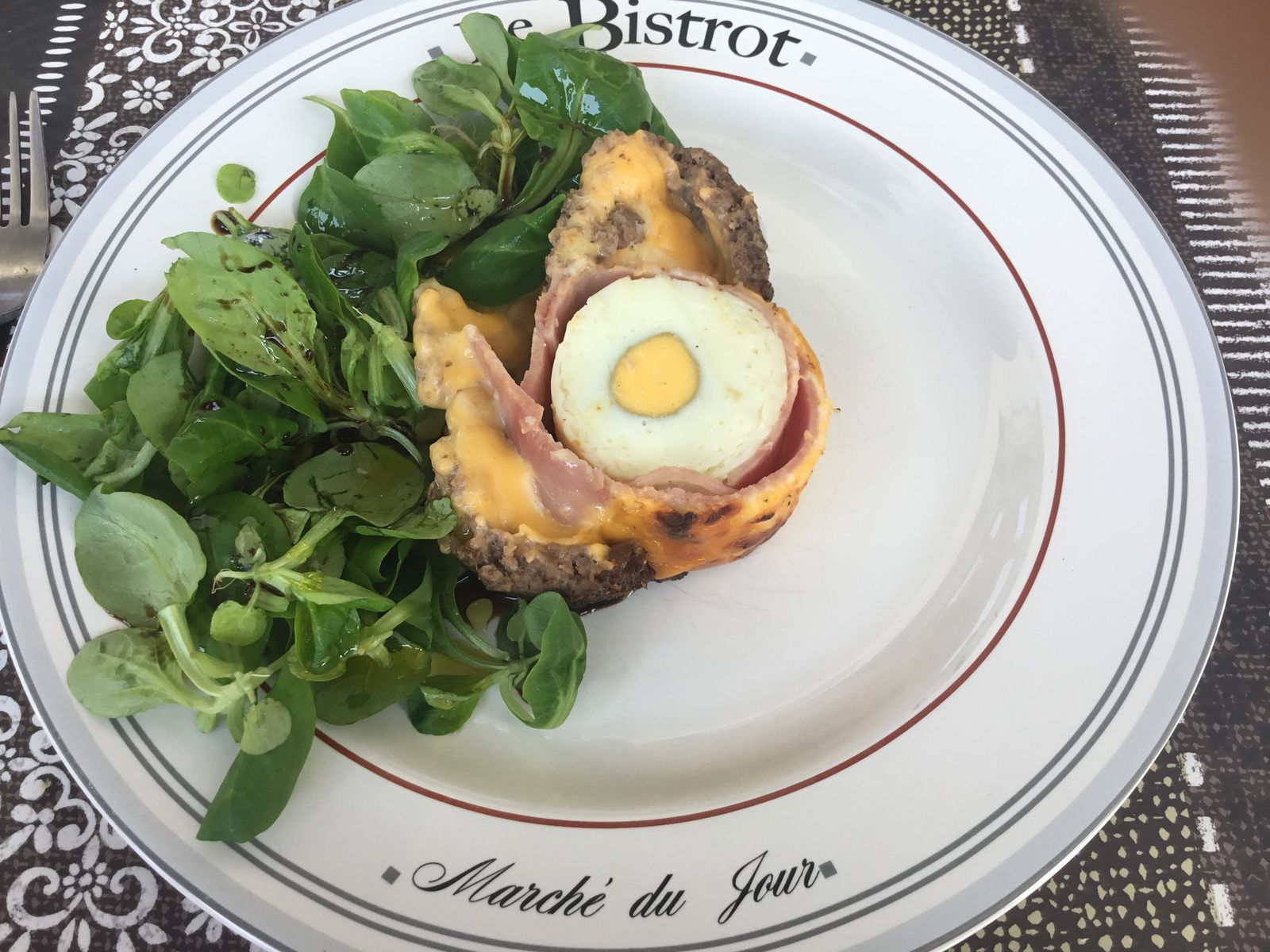 Haché, fromages, jambons, oeufs durs