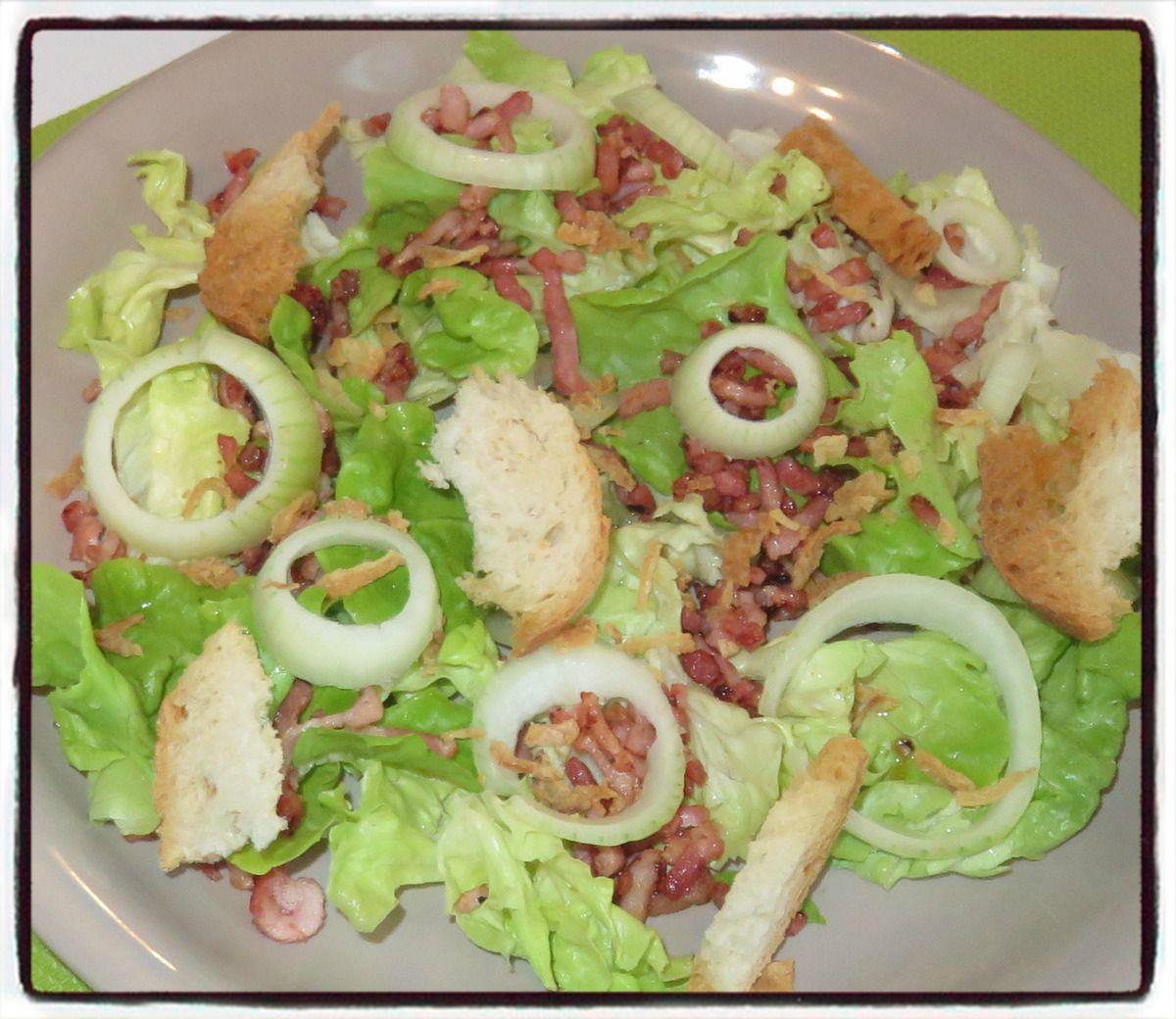 Salade aux lardons et aux petits oignons