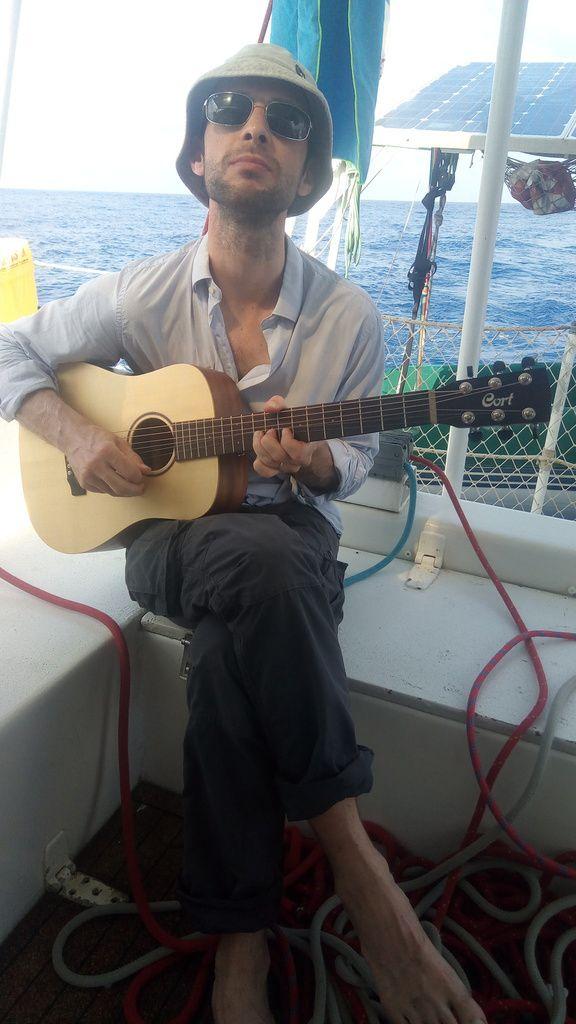 Avec Laurent, on se met à la guitare
