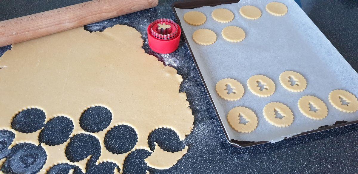 Biscuits fourrés à la confiture de fraise