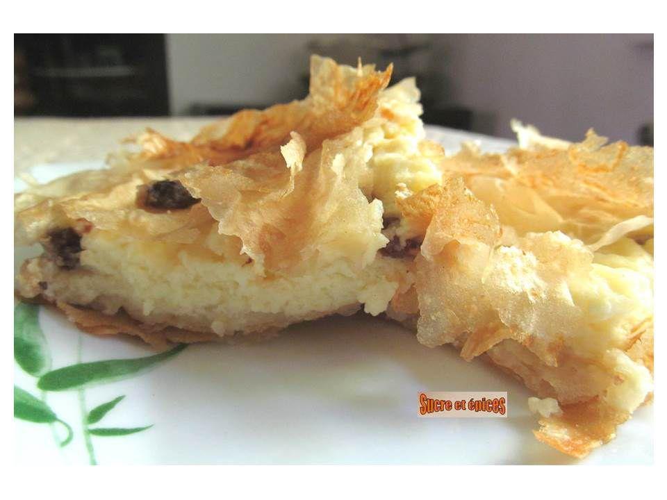 Placinta : tourte roumaine sucrée au yaourt et aux raisins secs