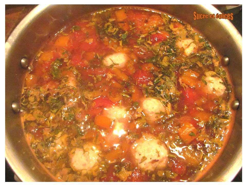 Soupe aux boulettes de viande et légumes (ciorbă de perişoare)