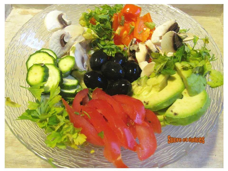 Salade légère de crudités aromatisée au curry (végétarien)