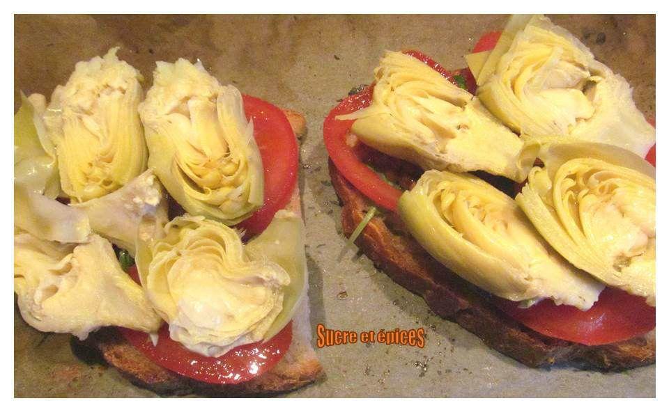 Tartines chaudes tomates, artichauts et provolone