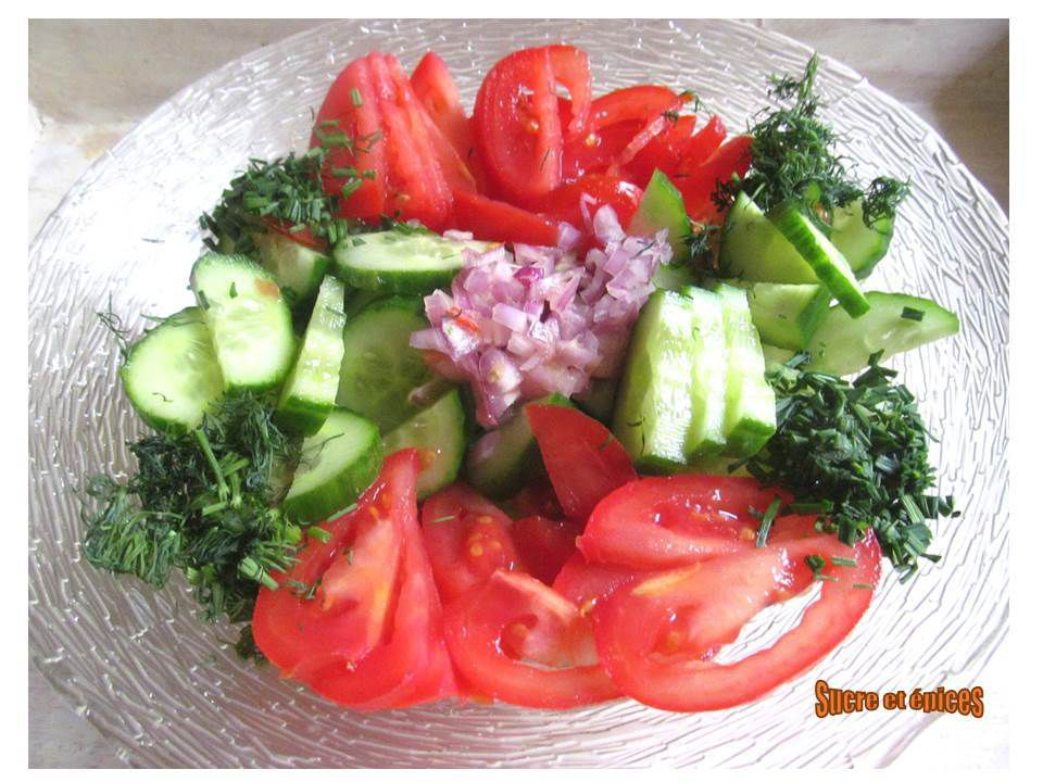 Salade concombre tomates au yaourt