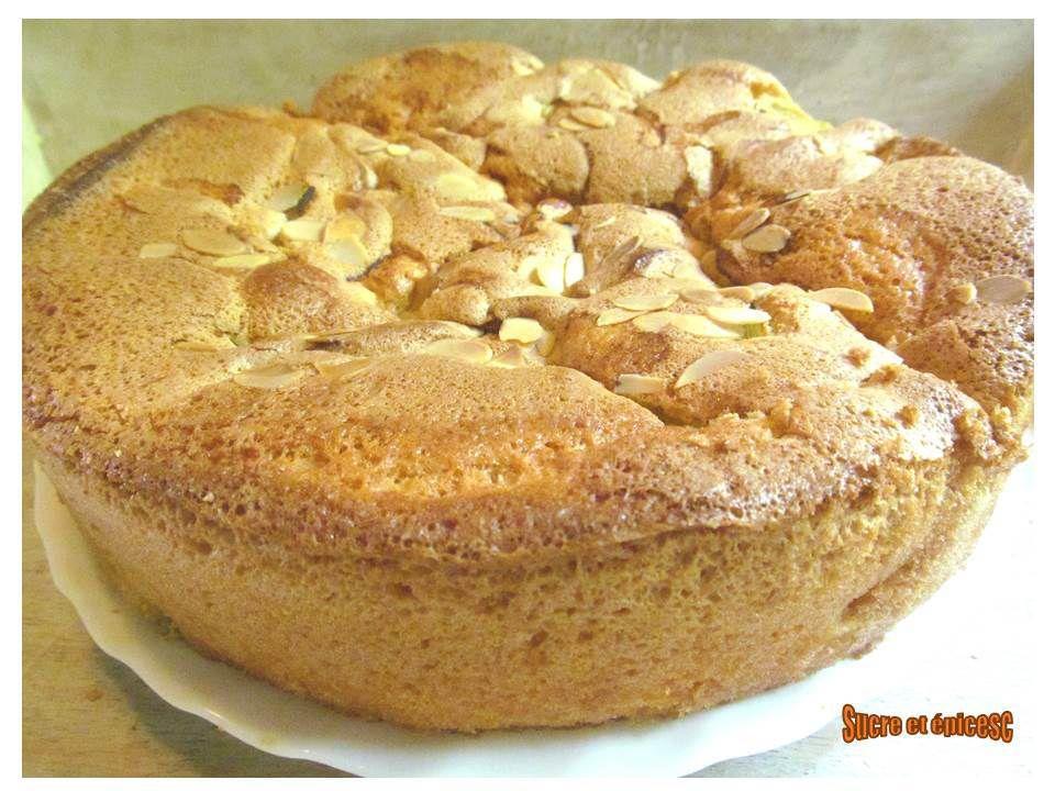 Gâteau ultra léger à la rhubarbe (Sharlotka)