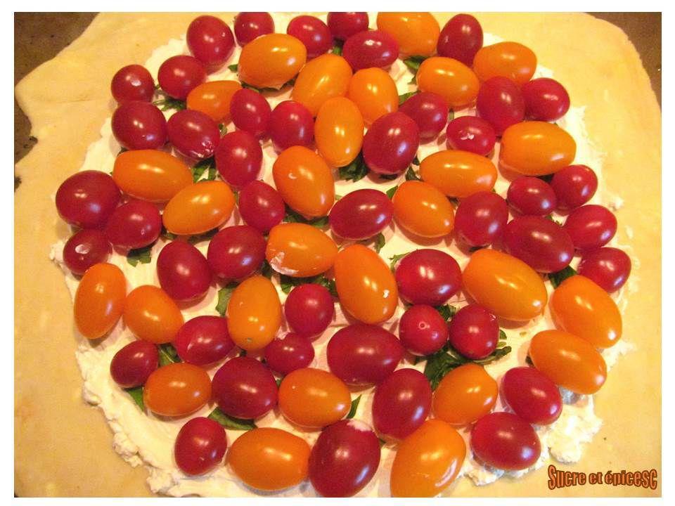 Galette rustique aux tomates cerises, olives et Caprice des Anges