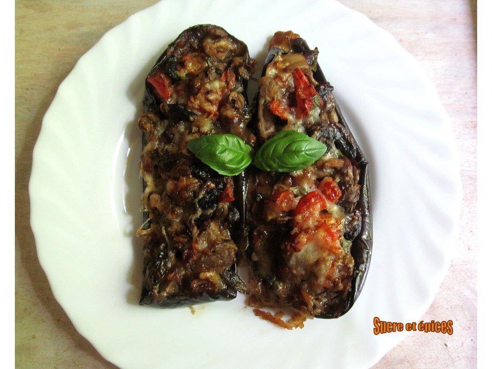 Aubergines farcies aux champignons, tomates et mozzarella