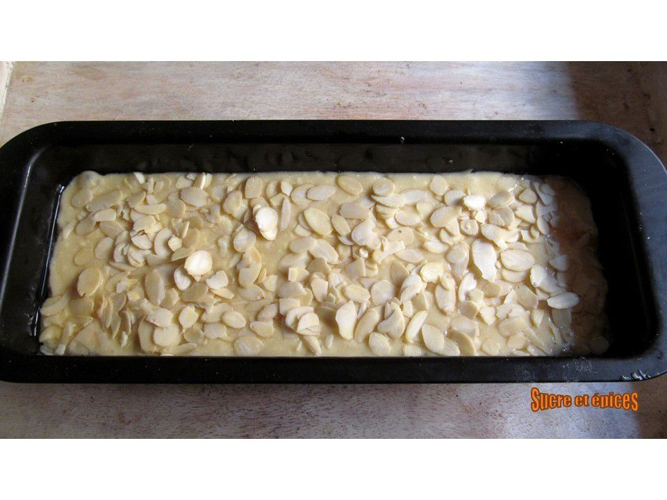 Cake pêches-amandes