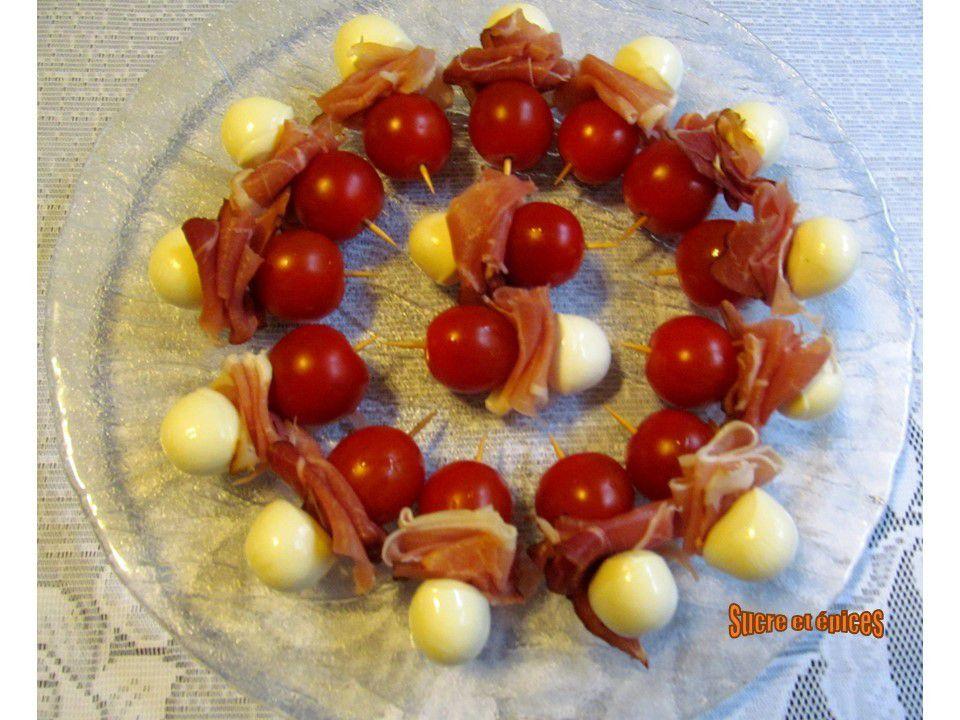 Mini brochettes aux tomates cerises, jambon de pays et mozzarella