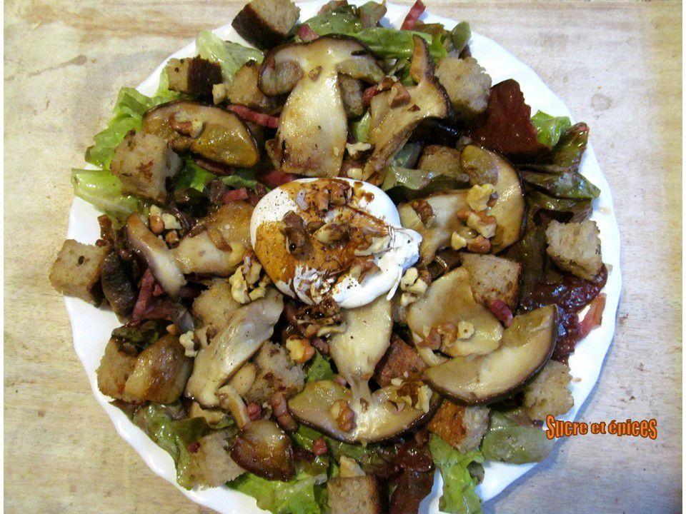Salade automnale aux cèpes, oeufs pochés et noix
