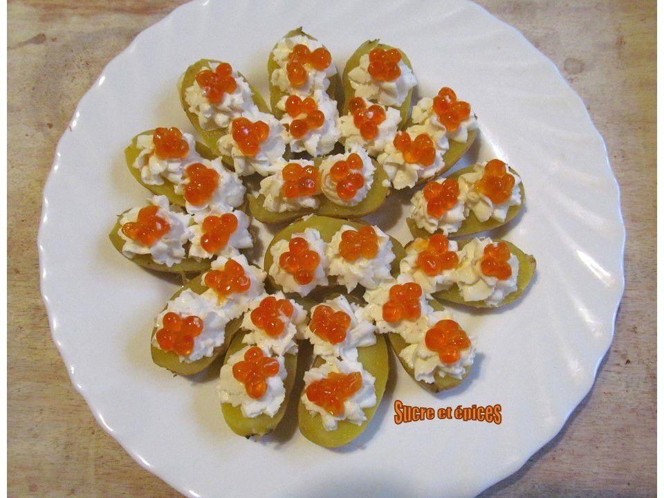 Pommes de terre ratte garnies de mousse au chèvre frais et oeufs de saumon