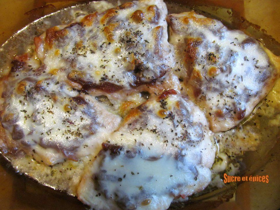 Escalopes de dinde gratinées au confit d'oignons et mozzarella