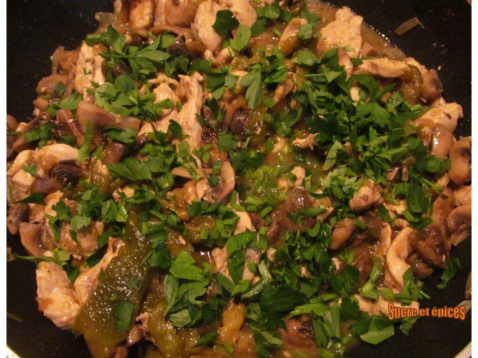 Poêlée de poulet aux champignons et poivrons