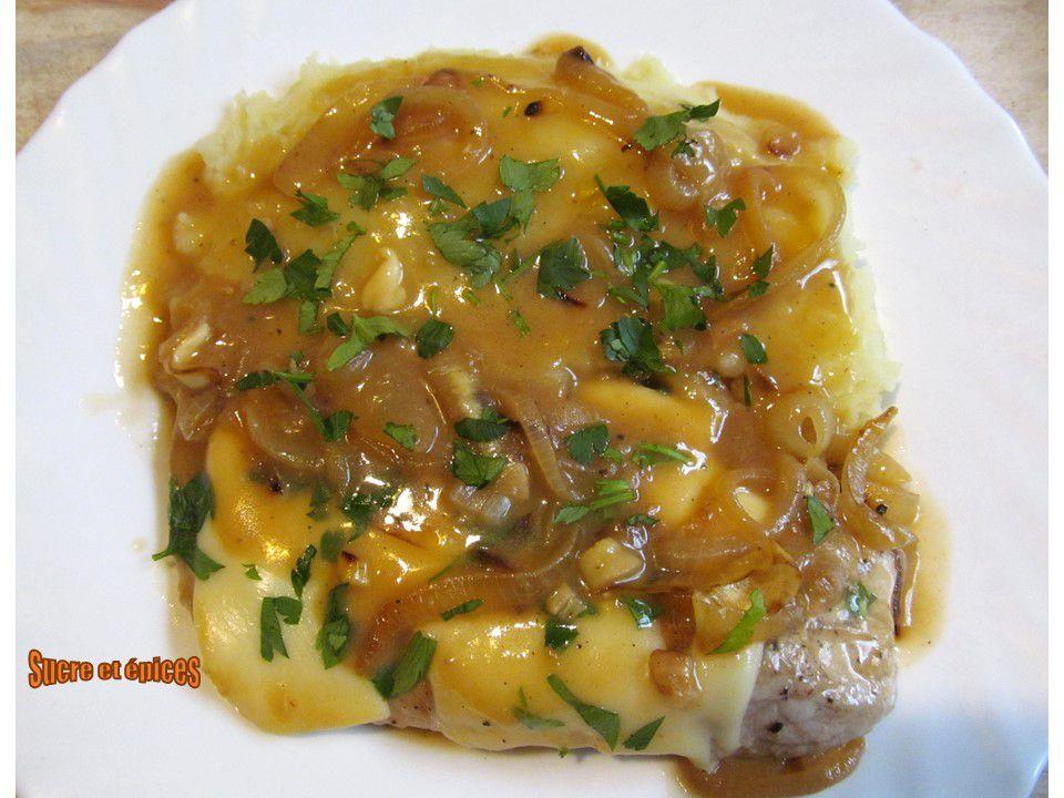 Escalopes de porc aux oignons et fromage