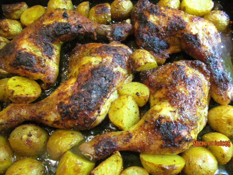 Cuisses de poulet et pommes de terre aux épices cuites au four