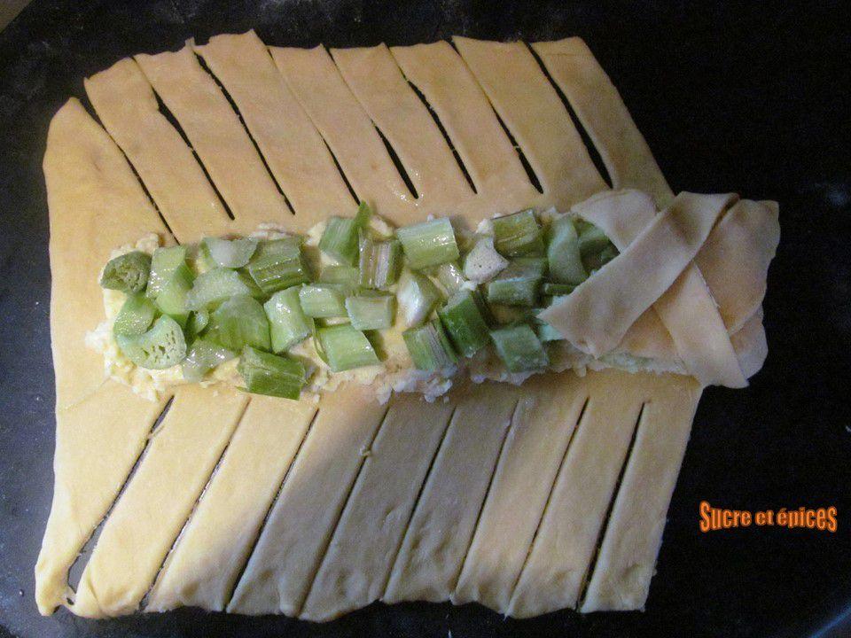 Tresse briochée à la rhubarbe et à la crème pâtissière