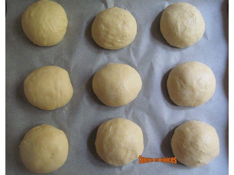Brioches au fromage frais et framboises (Vatrushki)