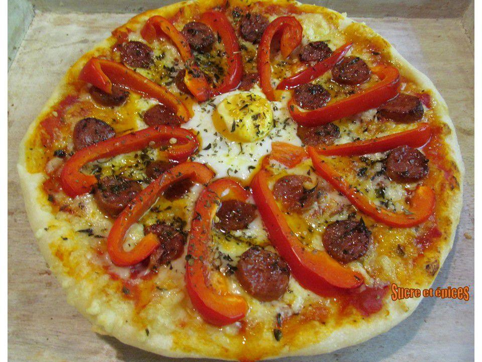 Pizza au chorizo, poivrons et oeufs
