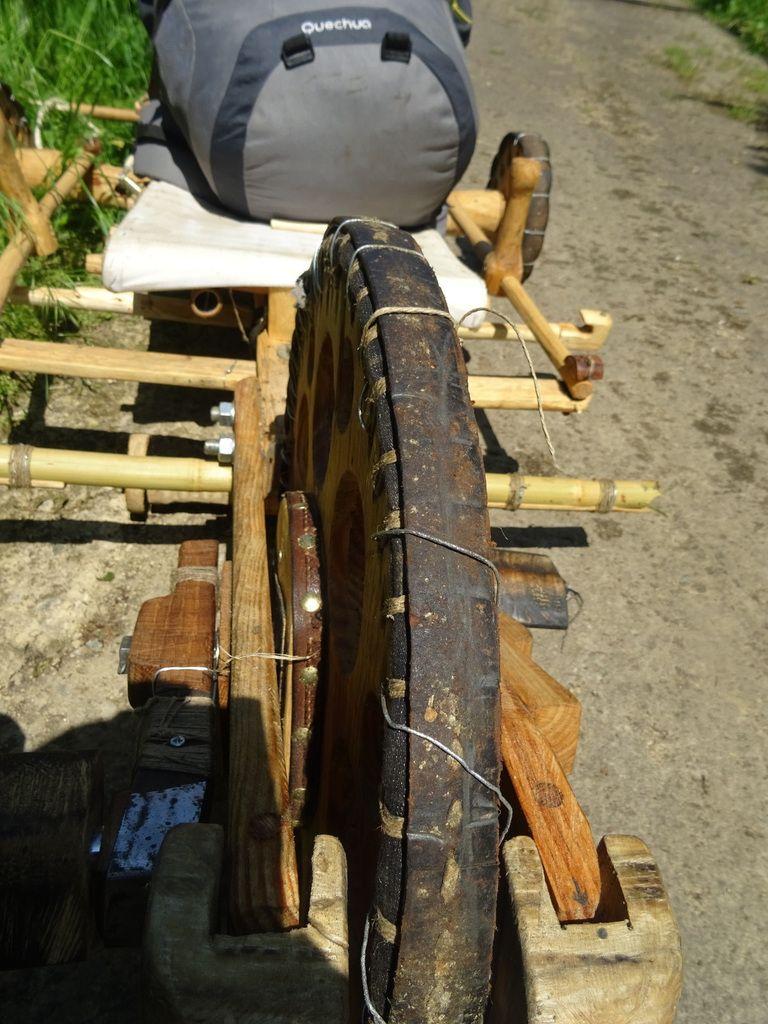 Après les pneux en jean, les pneux en cuire...mais pas satisfaisant ....