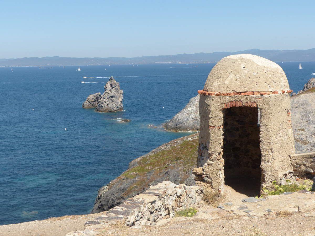 Porquerolles, Anse trésor, Cap Naia, St Raphael, Girolata, Scandola, Roccapina....Lavezzi et Magdalena