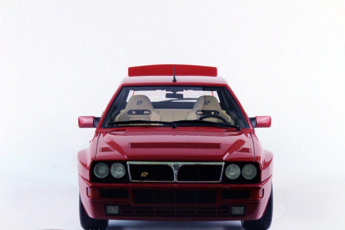 1/8 : Cette Lancia Delta Integrale ne rentrera pas dans toutes les vitrines...