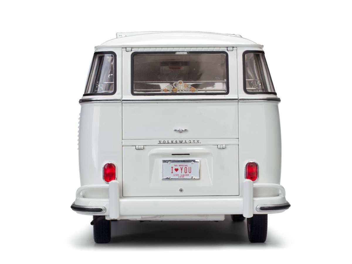 1/12 : Un Volkswagen Combi T1 version mariage chez Sun Star
