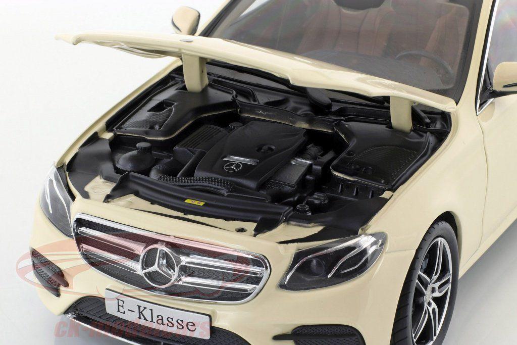 Bon plan : une Mercedes Classe E Taxi au 1/18 pour 49,95 €