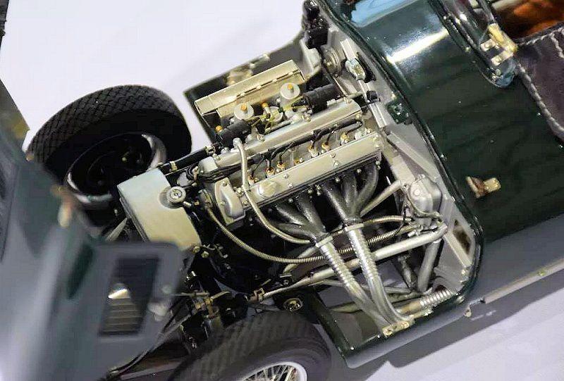1/18 : CMC prépare une somptueuse Jaguar Type C