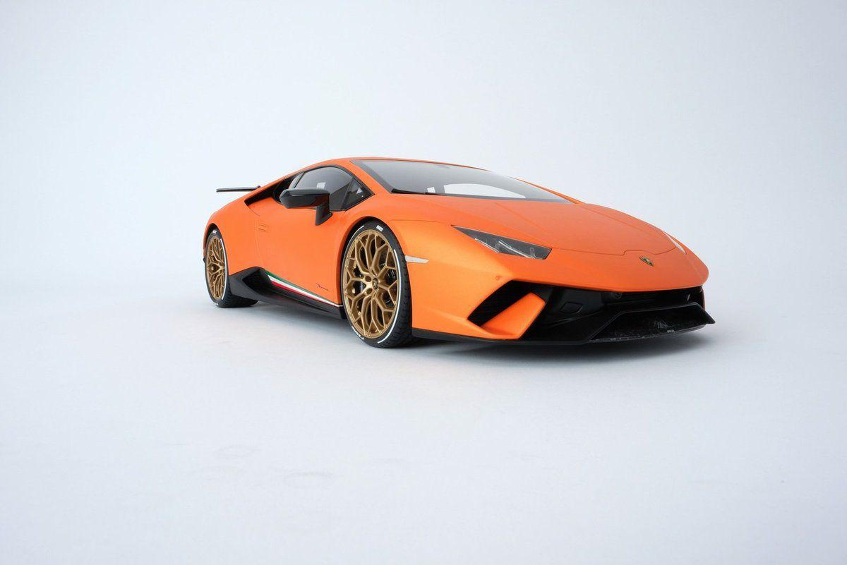 1/8 : Amalgam vient de sortir une coûteuse Lamborghini Huracan Performante