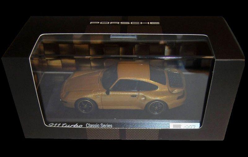 1/43 : La Porsche 911 (993) Gold Classic Project de Spark