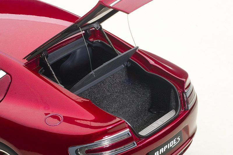 1/18 : L'Aston Martin Rapide S d'AutoArt à moins de 100 €