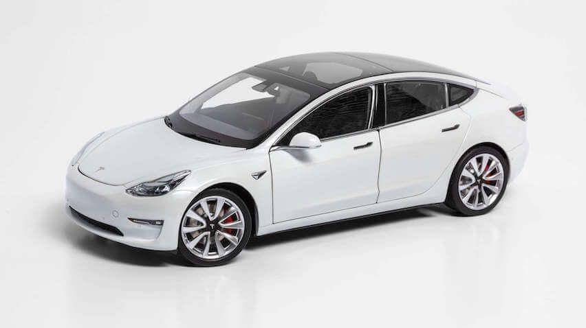 1/18 : La Tesla Model 3 en modèle réduit... mais pas pour l'Europe