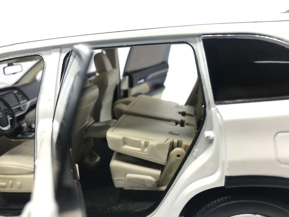 1/18 : Le Toyota Highlander miniaturisé par Paudi