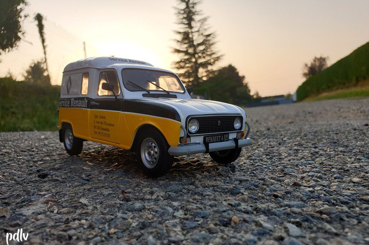 1/18 Renault 4L F4 Service Renault, Solido (S1802202)